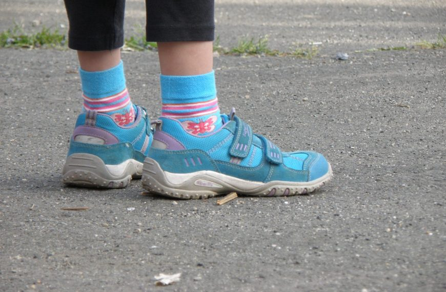 Best GPS Trackers For Kids Shoes – Keep Your Kids Safe in 2021