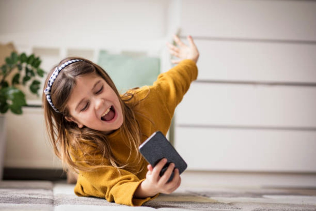 Best Emergency Phones For Kids Reviews and Buying Guide